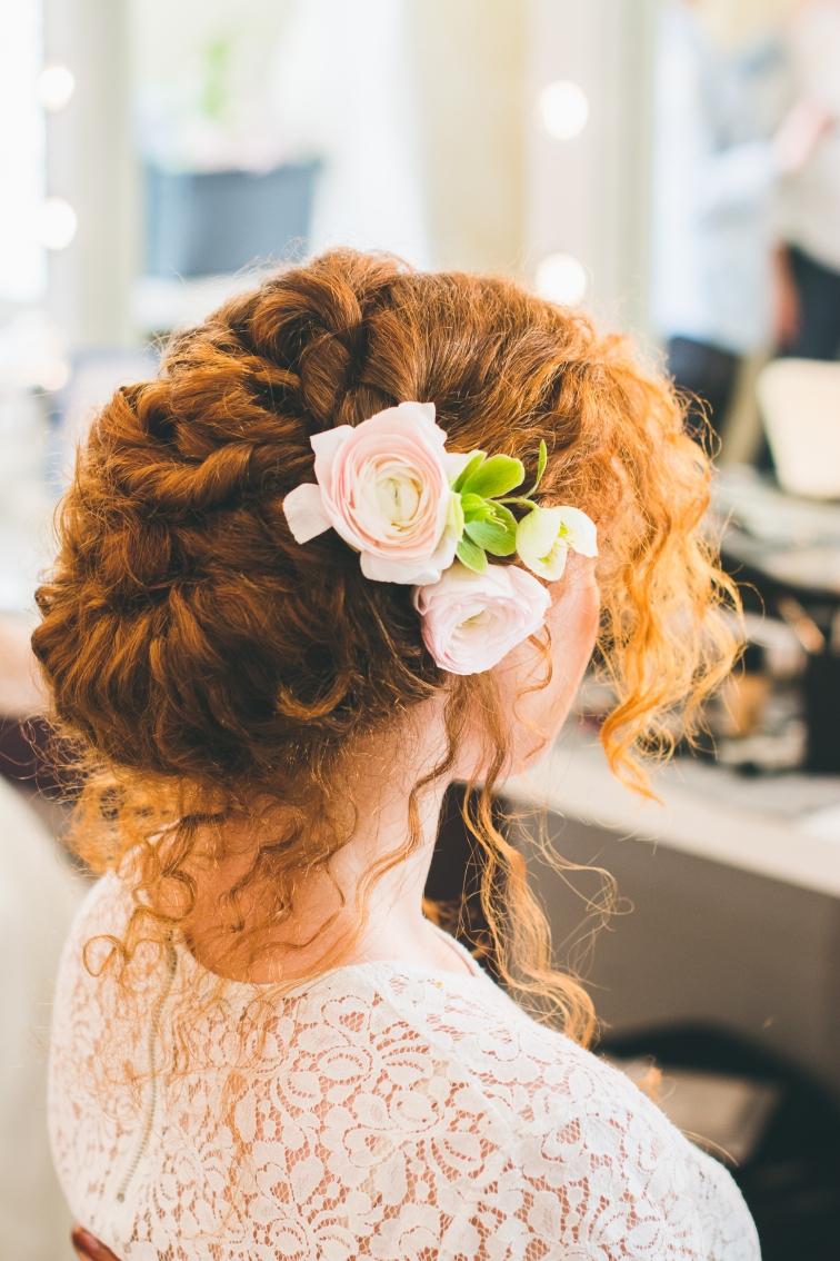 Les fleurs dans les cheveux